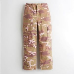 HOLLISTER Ultra High Rise Mom Jean Pink Camouflage